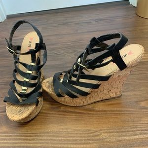Black and gold strapped wedges